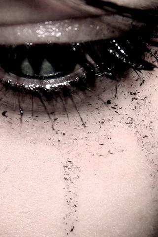 تبكي العين