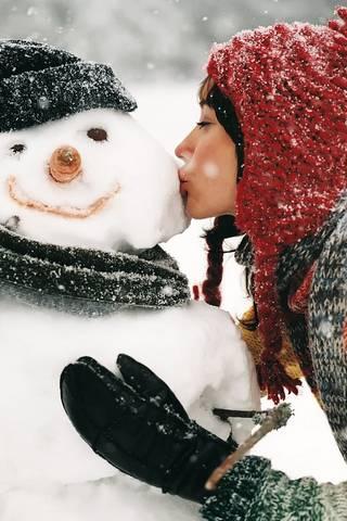 Bonhomme de neige embrassé